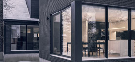 Montréal post‐war residence transformed into two twin houses