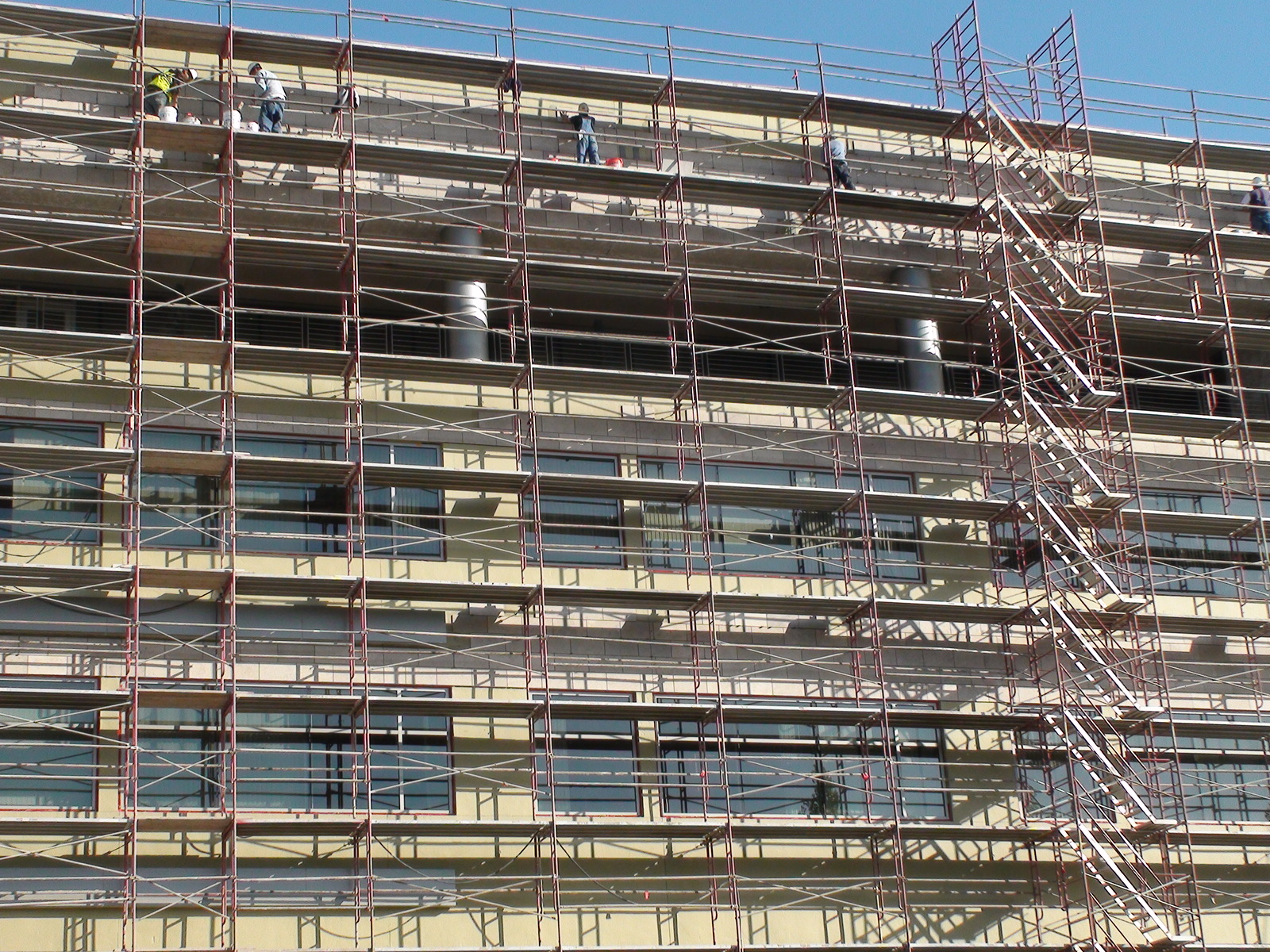 This 305 x 610-mm (12 x 24-in.) Portuguese limestone was adhered to the exterior walls of an offi ce building using scaffolding.