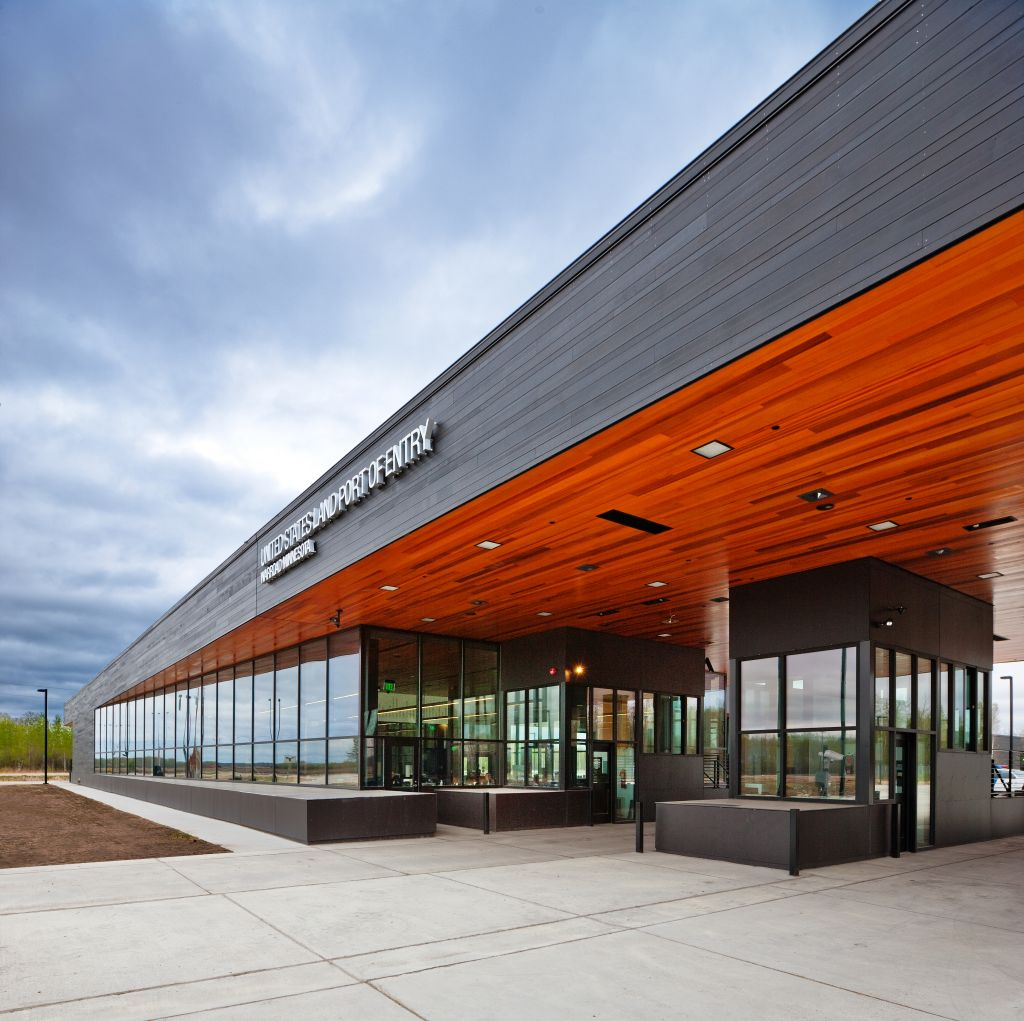Located above Canada's 49th parallel, the Warroad, Minnesota Port of Entry facility faces cold climates; its glazing design took this factor into account. Photo © Paul Crosby. Photo courtesy Wausau Window and Wall Systems
