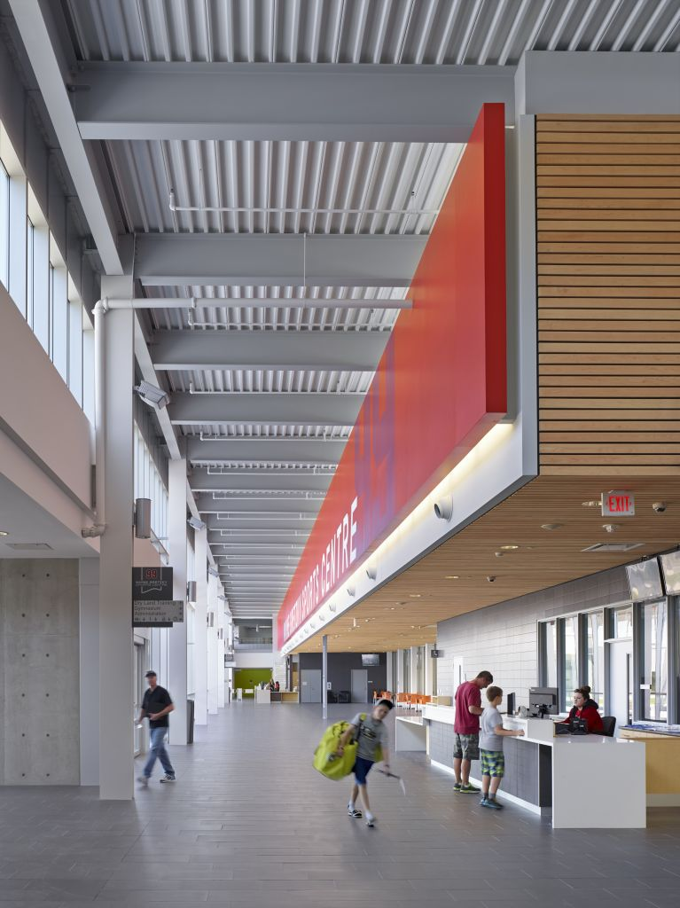 The main entrance of Wayne Gretzky Sports Centre (WGSC)—located in Brantford, Ont.—features re-purposed glued-laminated timber (glulam) purlin benches.