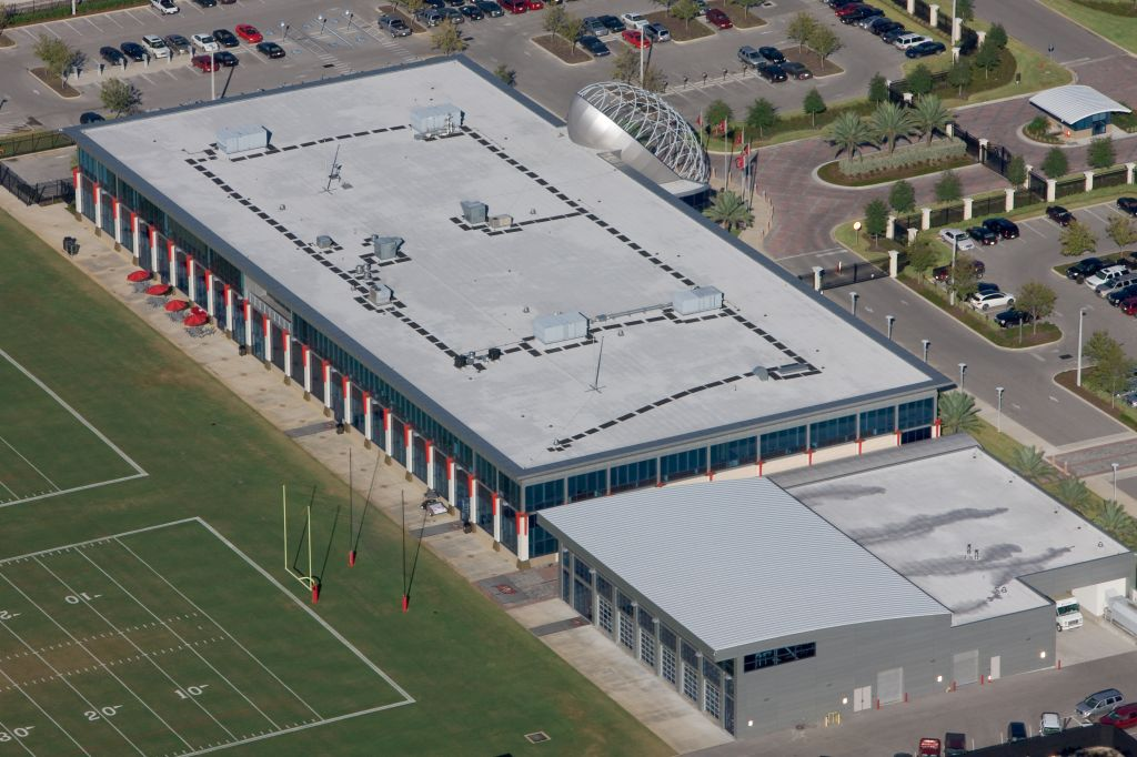 At the Tampa Bay Buccaneers training facility, walkway pads on the 13,470-m2 (145,000-sf) EPDM roof minimize the risk of falls and delineate pathways to equipment.