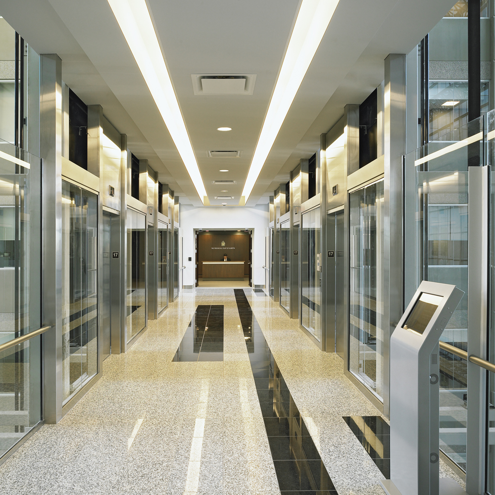 Located on each fl oor, the Calgary Court Centre's transparent elevator lobbies exemplify the facility's vertical circulation technology. The interconnecting walkways join the two main towers through a central atrium.