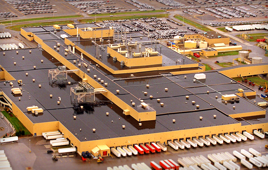 Ethylene propylene diene monomer (EPDM) is commonly used on low-slope commercial and industrial roofs, both in retrofit and new construction projects. Photos courtesy Firestone Building Products