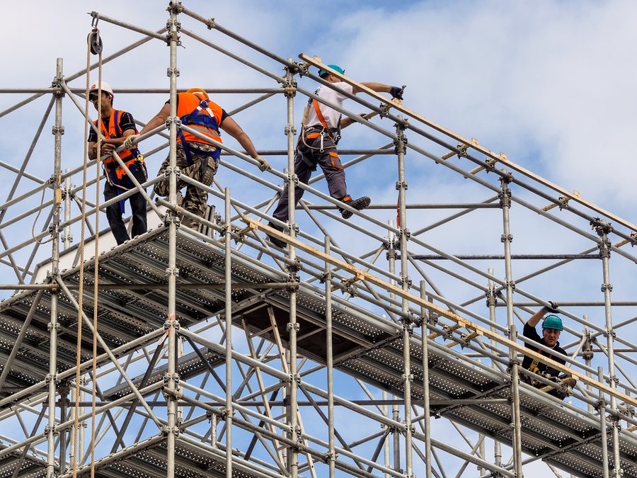 BuildForce Canada's 2014–2023 Construction and Maintenance Looking Forward forecasts the need for a more mobile labour force to meet province's various needs in the coming years. Photo © BigStockPhoto/Erwin Wodicka