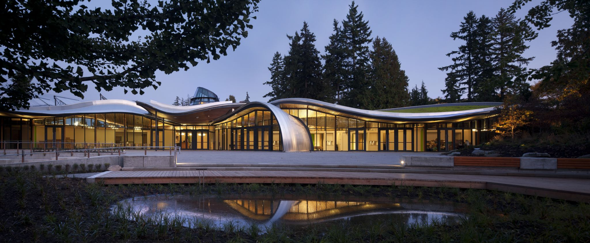 The completed VanDusen Botanical Gardens Visitor Centre (also pictured on the cover) achieved its goal of being a carbon-neutral facility. Photo © Nic Lehoux. Photo courtesy Perkins+Will