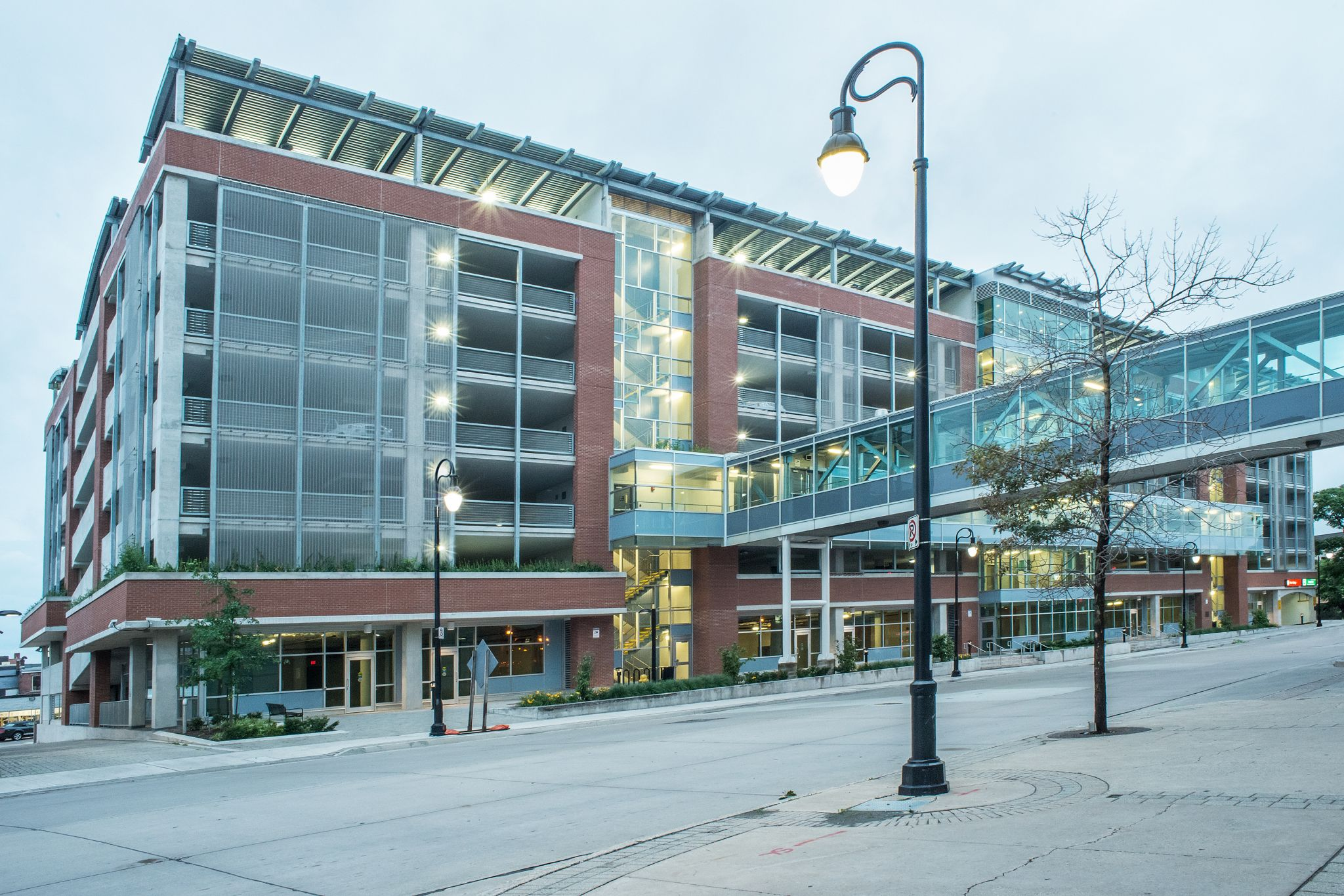 . Catharines, Ont.-based Macdonald Zuberec Ensslen Architects (MZE) designed the Carlisle Street Parking Garage. The team used environmentally friendly woven wire mesh to increase safety of the structure. Photos courtesy W.S. Tyler