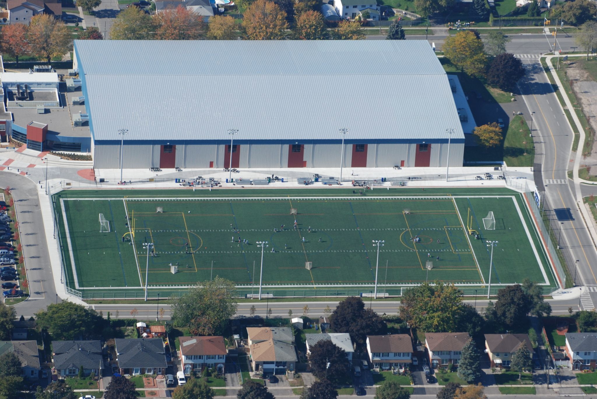 The 120,773-m2 (1.3 million-sf) City of Oshawa Civic Complex and Fieldhouse, renovated and expanded in 2011, has a standing-seam roof system and includes an indoor fieldhouse, swimming pool, five outdoor fields, and multiple indoor courts.