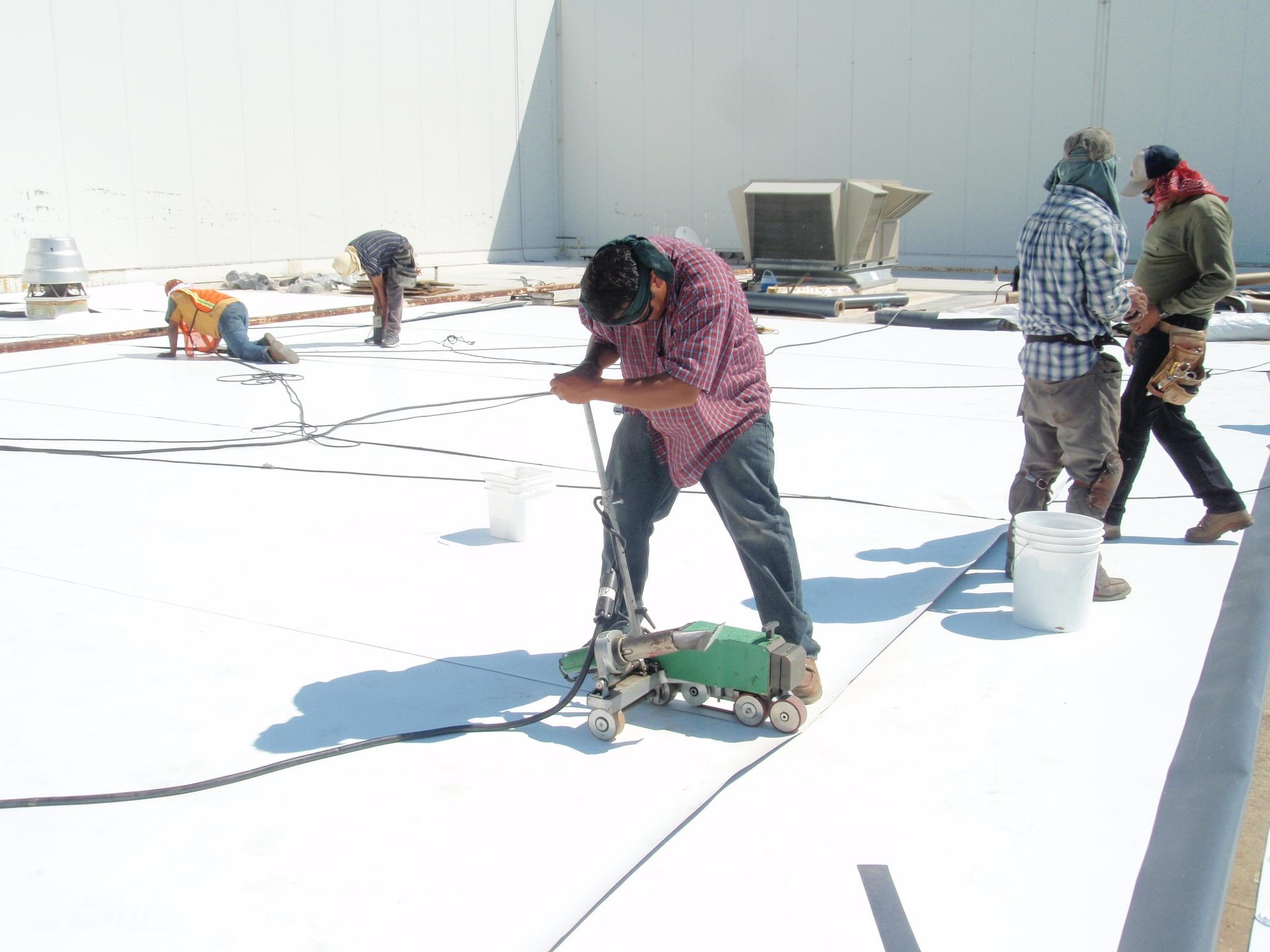 Associations like Single-ply Roofi ng Industry (SPRI) are helping with research and standards-writing efforts geared to enhance current roof design knowledge and best practices. Photo courtesy Johns Manville