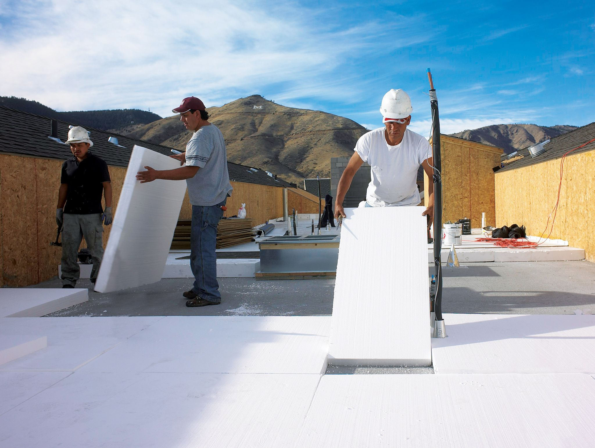 Contractors can readily cut EPS insulation to size in the field.