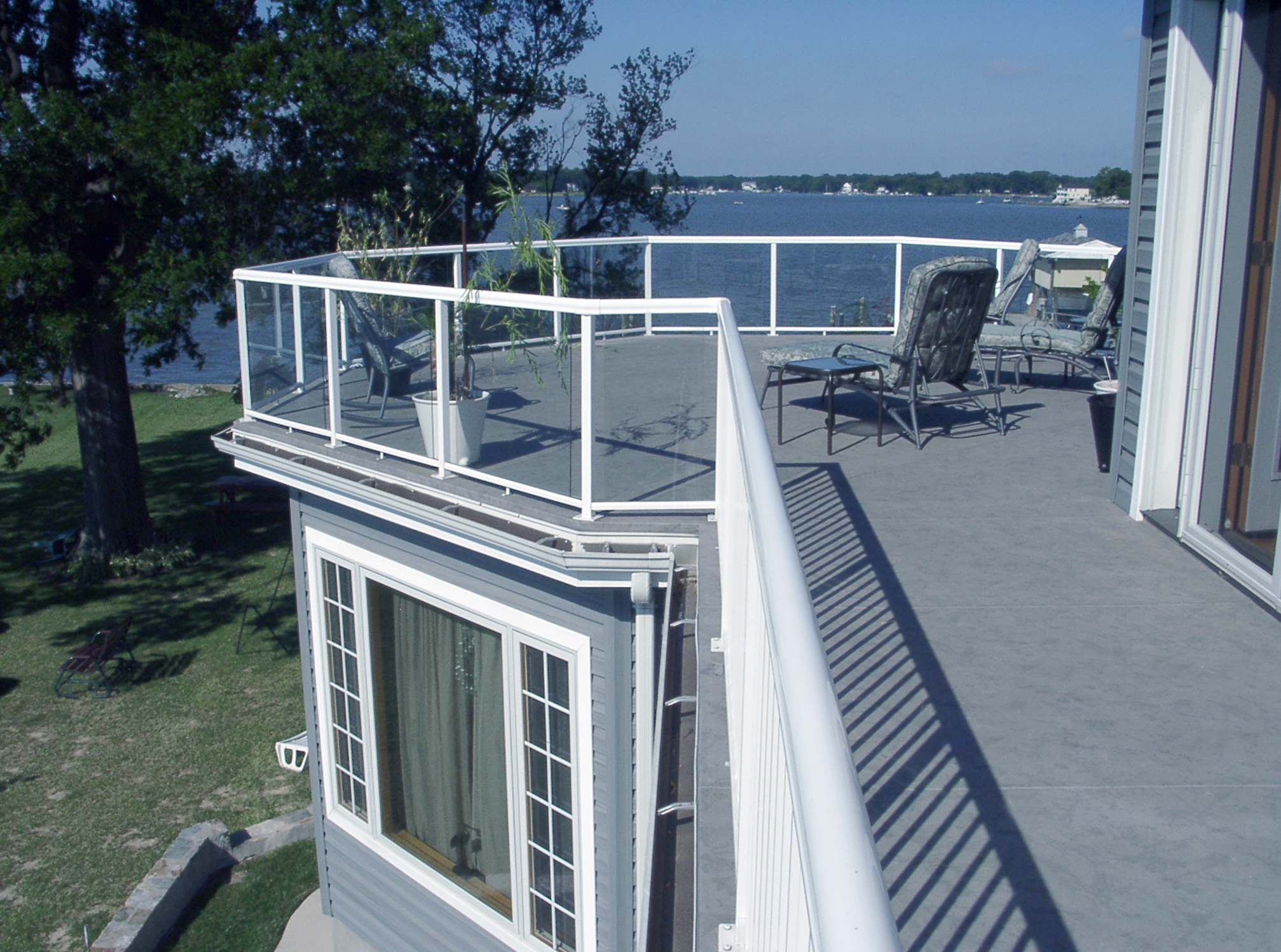 A new aspect of sustainable design is to consider the potential for deconstruction. A walkable deck and railing assembly that can eventually be dismantled and used anew will reduce environmental impact.