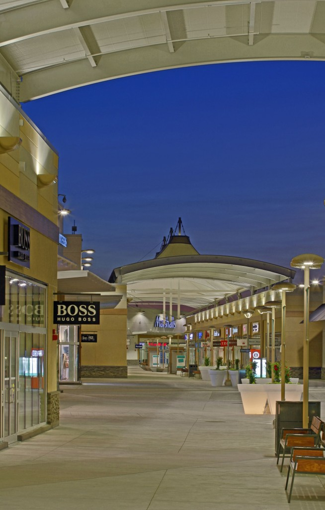 The flying-mast cone structures provide a signature look for the Outlet Collection at Niagara. Photos courtesy Birdair