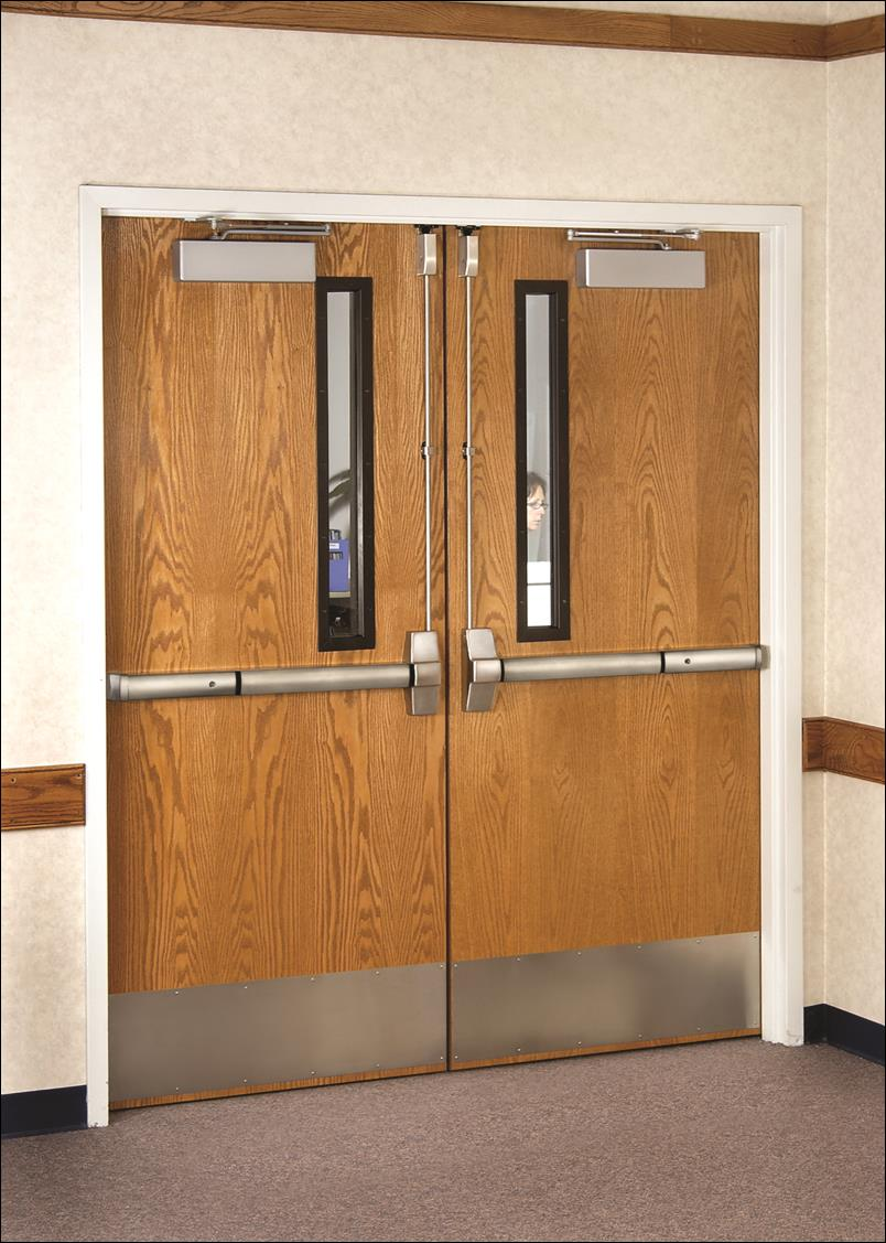 The door's protective plating, applied to the lower rail, prevents damage caused by bumps from everyday objects.