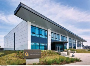 The Waterloo Regional Police Investigative Services Building houses labs, offices, and garages. Although is uses simple materials, layout, and architectural design, an innovative mechanical/electrical system helped reduce the two-storey building's metered energy use to 52 per cent less than a conventional building of this type.