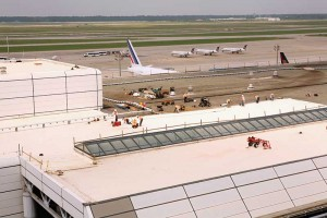 A 12,820-m2 (138,000-sf) adhered KEE roofing assembly on an airport.