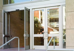 The University of Southern California Ronald Tutor Hall (Los Angeles) features extruded aluminum balanced doors with power operation. This entrance system was chosen to accommodate the facility's high-traffic and safety-conscious nature.