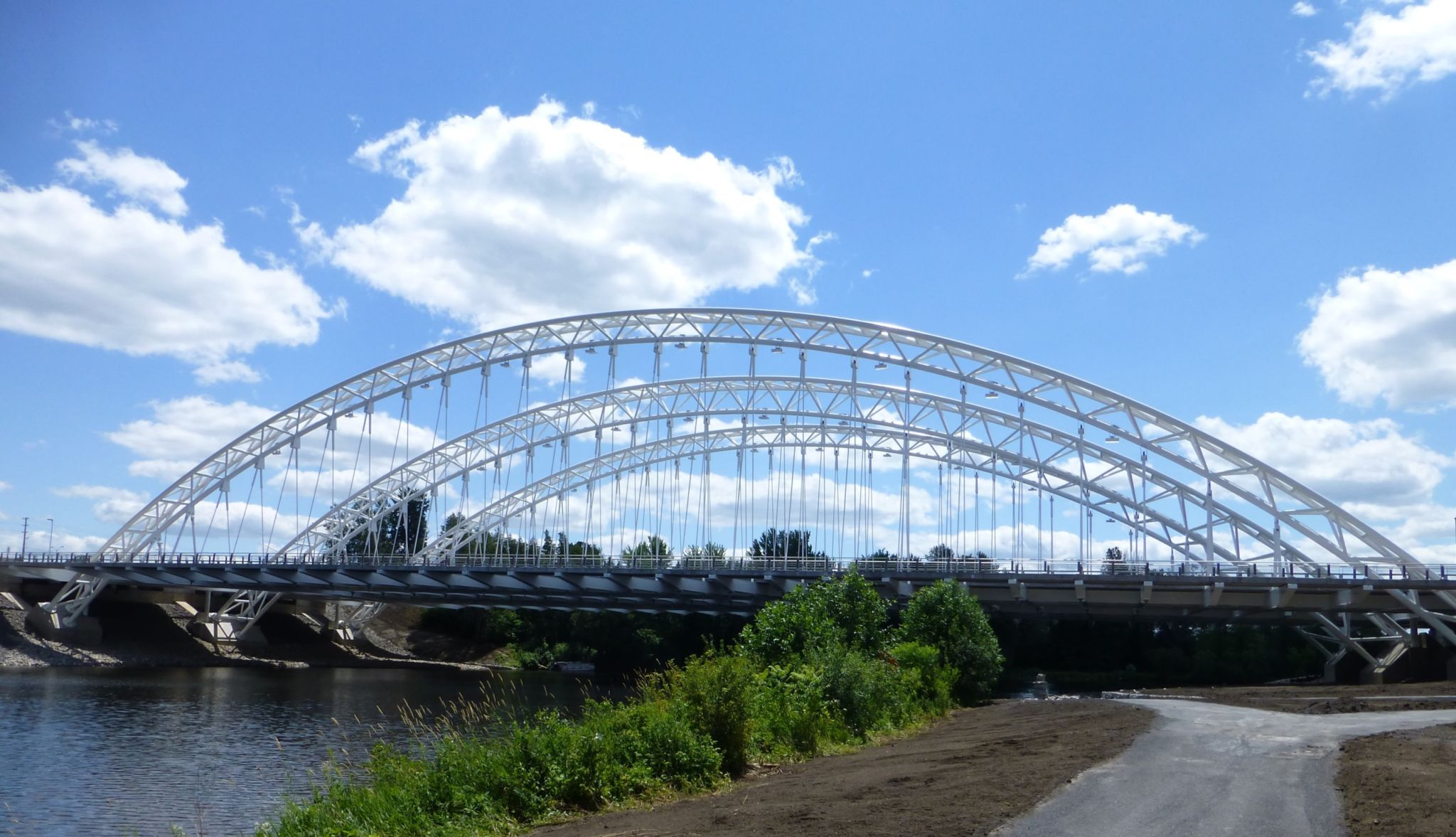 The Strandherd-Armstrong Bridge in Ottawa, Ont. used steel's lightweight and flexible properties to its advantage and won the bridges category.