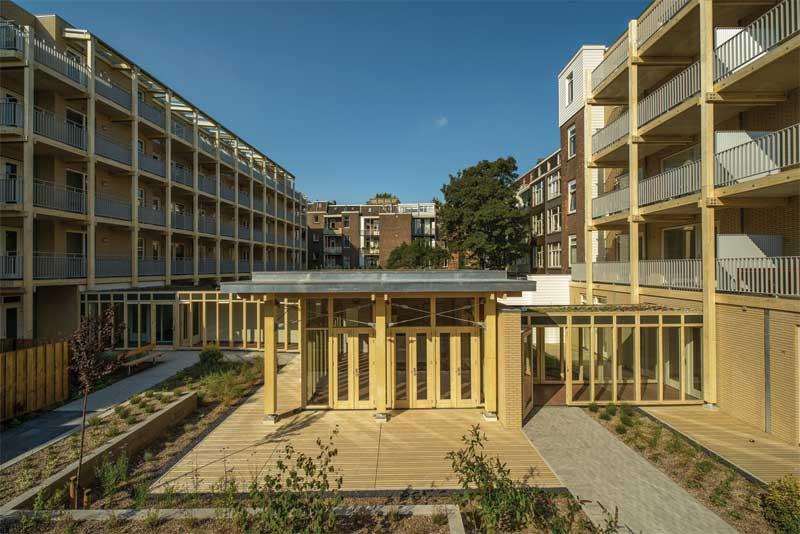 1-fagelcats-communal-garden-pavilion-between-2-apartmentblocks