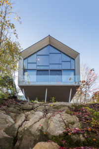 Designed by MU Architecture, Workshop on a Cliff is a 464.5-m2 (5000-sf) wood structure resting on a set of inclined columns in Québec. Photos © Ulysse Lemerise Bouchard