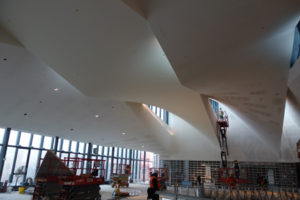 The drywall grid system maintained the curvature of the ceiling very well, even without wetting the 19 mm (5/8 in.) drywall.