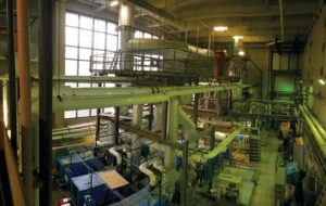 The boiler plant at Hôpital de l'Enfant-Jésus (HEJ) was completely re-engineered by replacing two steam boilers (adding up to 1200 BHP) with six cast-iron hot water boilers (adding up to 720 BHP) and three steam boilers (adding up to 1050 BHP), which helped eliminate inefficiencies.