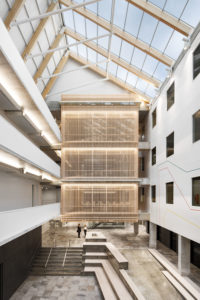 The expansion and redevelopment of the headquarters of the Confédération des syndicats nationaux in Montréal has improved the quality of life of building occupants. Photo © Stéphane Brügger