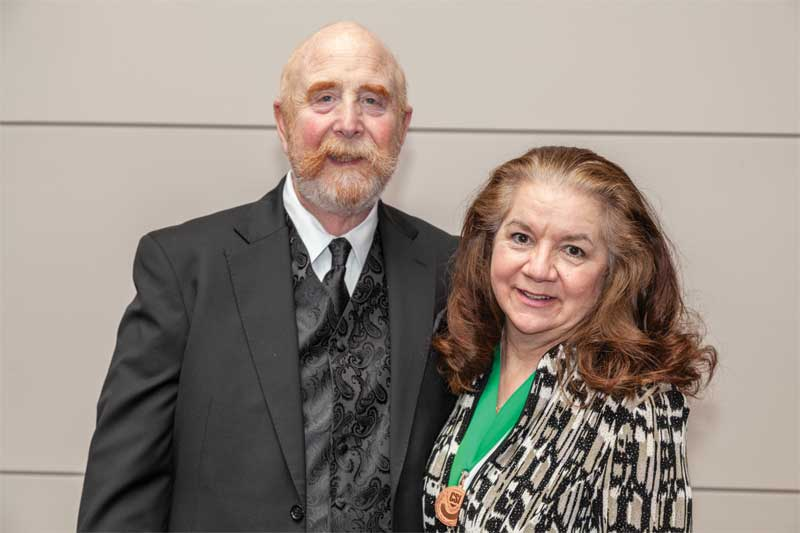 CSI chair Ellen Crews, FCSI, and her husband Pat.